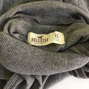 Hollister Cold Shoulder Turtleneck XS